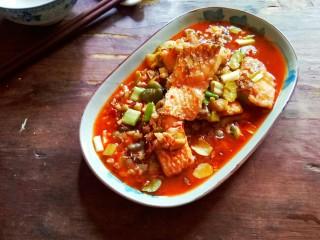 川香豆瓣鱼,端上餐桌。