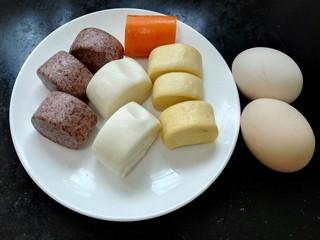 蛋煎三色馒头,准备好需要的食材