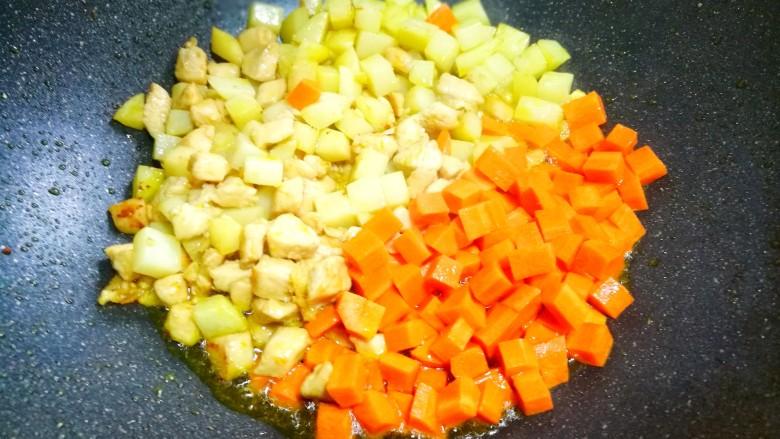 鲜嫩不柴的鸡胸肉,加入胡萝卜。