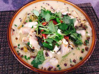 酸菜鱼,好吃、健康、美味的酸菜鱼就好啦 鲜美的汤汁、嫩滑的鱼肉加上开胃的酸菜,估计得配上两大碗米饭🤓