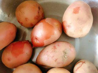 香辣小土豆,准备小土豆,我买的红皮小土豆