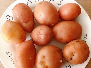 香辣小土豆,蒸好的小土豆