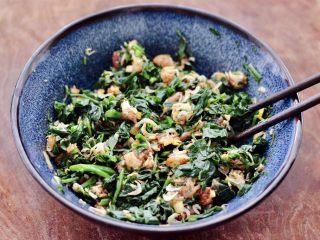 辣椒叶酱肉包,把所有的食材搅拌均匀即可。