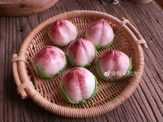 花样馒头—寿桃馒头,这是红曲粉蒸熟的效果。
