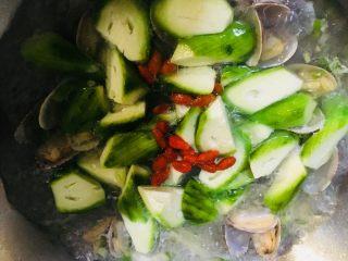 丝瓜花蛤汤,和枸杞