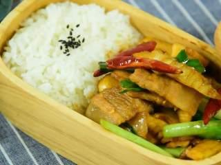 笋和肉真的是绝配,无论炒还是炖都那么好吃,其实美味就是这么简单。