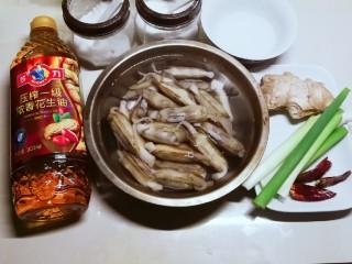 葱姜烹蛏子,食材准备好