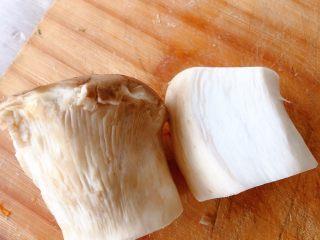 杏鲍菇炒腊肉,准备杏鲍菇