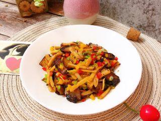 杏鲍菇炒腊肉,开吃,超级下饭😊