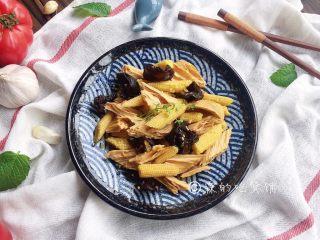 清爽的玉米笋拌腐竹,完成。