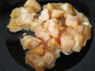 咖喱土豆鸡丁,放入鸡丁翻炒