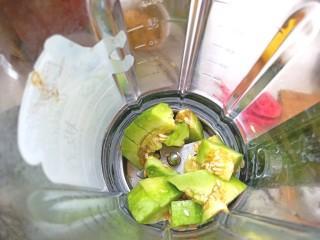 香瓜芹菜汁,放入破壁机中