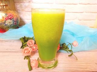 香瓜芹菜汁,一杯清爽可口的香瓜芹菜汁来了。