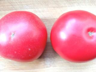 芹菜番茄汁,番茄洗净备用