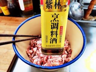家常茴香猪肉水饺,适量料酒。