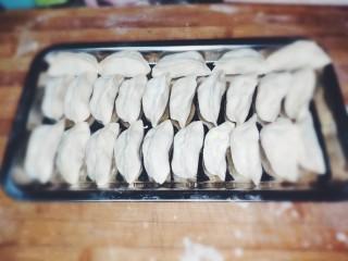 家常茴香猪肉水饺,将剩下的皮儿和馅料都包好。
