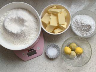 玛格丽特,黄油室温软化、低粉和玉米淀粉混合过筛,我这是2分份材料