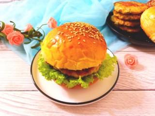 鸡肉蔬菜饼汉堡,汉堡鸡肉蔬菜饼,开吃了。