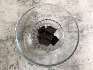 奥利奥巧克力雪糕,75g的黑巧克力隔热水融化