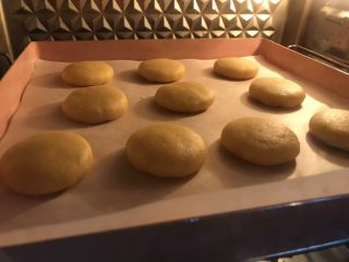 棉花糖饼干汉堡,放入预热好的烤箱160度,中下层,20分钟。