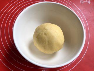 棉花糖饼干汉堡,和成面团,烤箱预热160度。