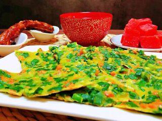 韭菜胡萝卜煎蛋饼,普通的食材用心去做就会有不同反响的收获