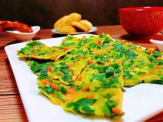 韭菜胡萝卜煎蛋饼,早餐不但要方便快捷也要营养丰富