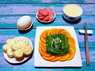 蒜蓉荷兰豆,漂亮的早餐会大大增加宝贝的食欲噢