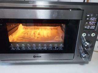 海苔肉松小贝,放入烤箱150度烤25分钟