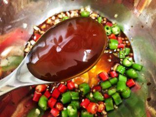 冰镇捞汁小海鲜,加入蚝油
