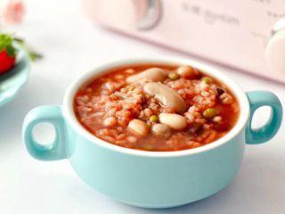 营养杂粮八宝粥,营养丰富又健康好喝的杂粮八宝粥就出锅咯。