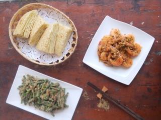 蒜蓉椒盐虾,我搭配了麻酱豆角,发面千层饼做午餐。麻酱豆角,发面千层饼的食谱都可以在我的其他食谱找到。