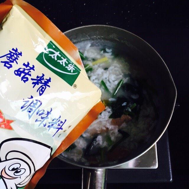 菠菜猪肝粥,5g蘑菇精提鲜