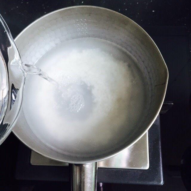 菠菜猪肝粥,加入足够的热水600ml