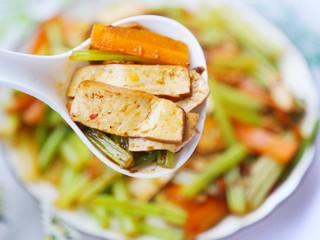 无敌下饭的芹菜炒香干,超好吃。