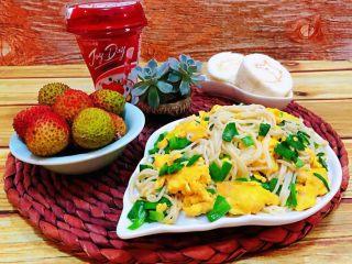 韭菜鸡蛋炒面,这样的早餐就方便快捷又营养丰富