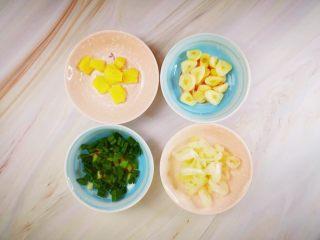辣炒花蛤,准备姜,蒜,大葱,小葱,都切好