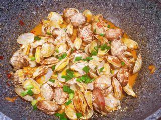 辣炒花蛤,加鸡精和葱花