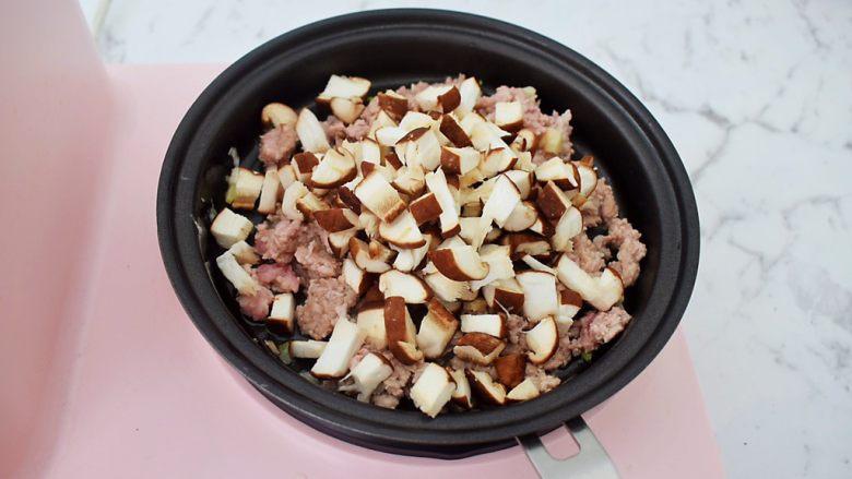 香菇肉酱拌面,加入香菇