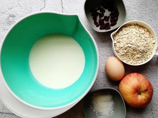 奶香苹果烤燕麦,准备好所需的食材