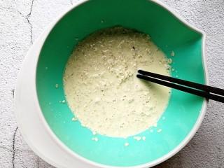 奶香苹果烤燕麦,搅拌均匀