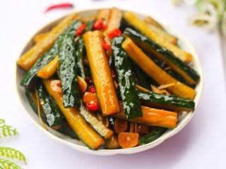 低脂爽脆开胃下饭的腌黄瓜条,成品。