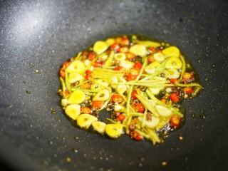 低脂爽脆开胃下饭的腌黄瓜条,爆香关火