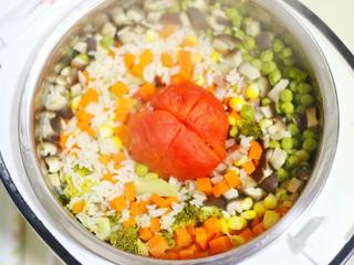 爆红网络的一个番茄饭,揭开锅盖。