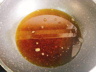 十三香小龙虾,锅里留底油