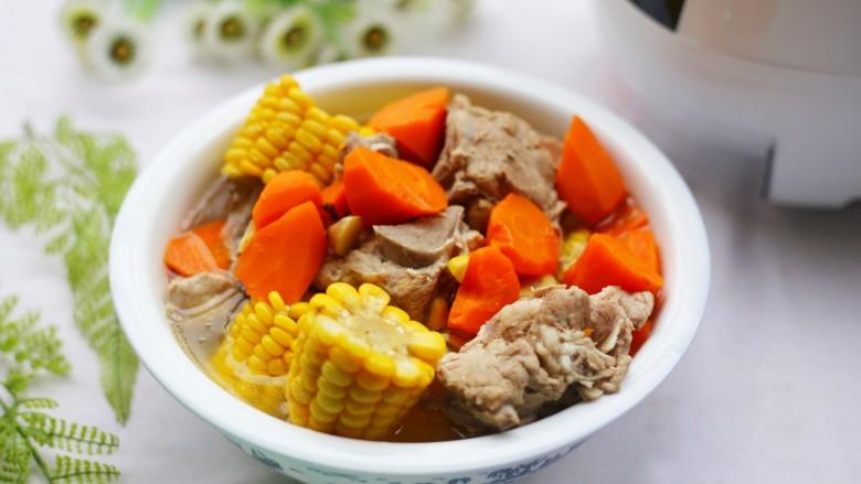 Simple and delicious cone bone corn soup