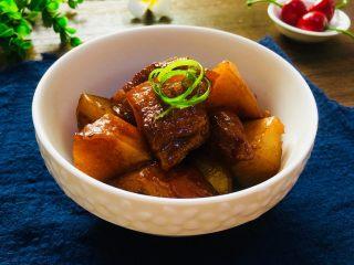 土豆红烧肉,成品图