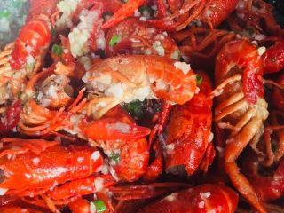 蒜蓉小龙虾,搅拌均匀出锅