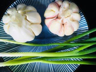 蒜蓉小龙虾,准备葱和蒜