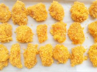 狂甩肯德基几条街的劲爆鸡米花,摆入铺上油纸的烤盘。